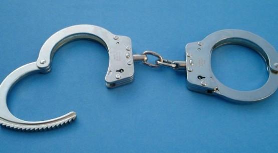 handcuffs01-2003-06-02