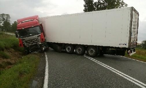 Wypadek-ciężarówki-w-Czermnie
