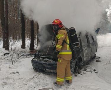 Pożar auta, Ostrowiec Świętokrzyski (1)