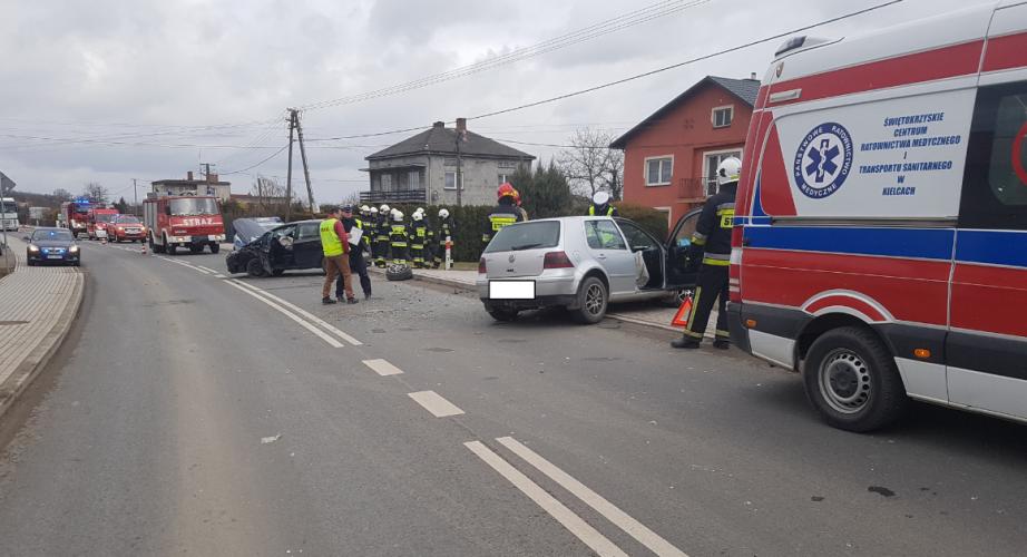Volkswagen i opel - wypadek w Sandomierzu (4)