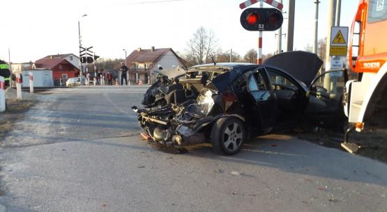 Pociąg zderzył się z osobówką, Piekoszów (2)