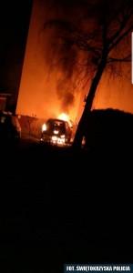 Skoda podpalona w centrum Buska Zdrój.