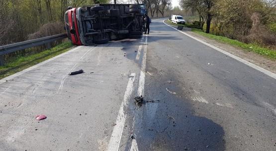 Wypadek w Kunowie, droga zablokowana (1)