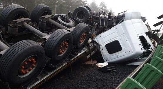 Wypadek samochodu z ekogroszkiem, Skarżysko (1)