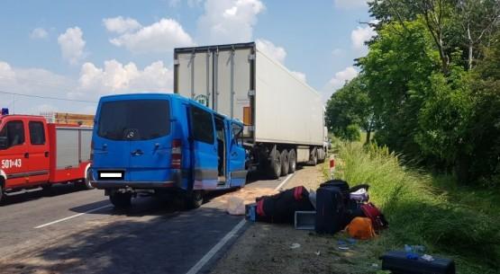 Bus uderzył w ciężarówkę, Staszów (3)