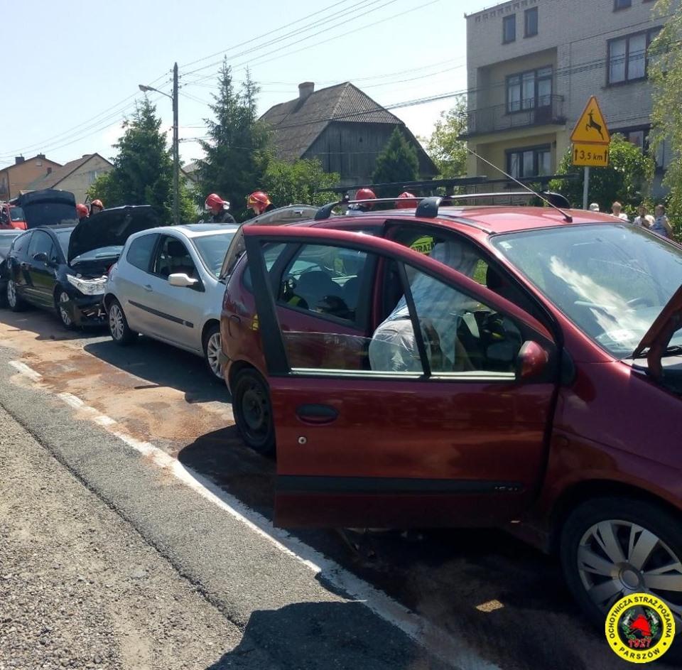 Kolizja 4 aut w Parszowie (3)