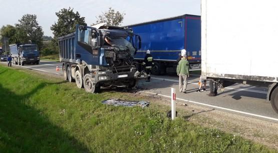 Zderzenie ciężarówek w Wyszmontowie (1)