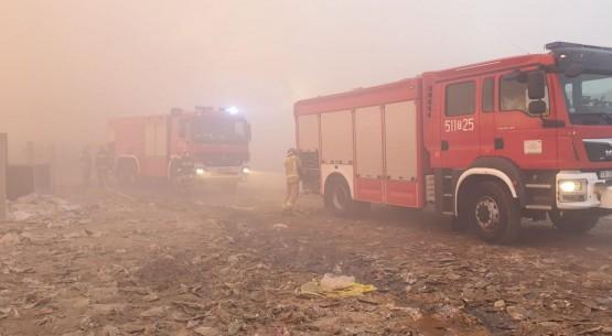 Szósty-pożar-na-składowisku-śmieci-w-gminie-Fałków-07-1024x498