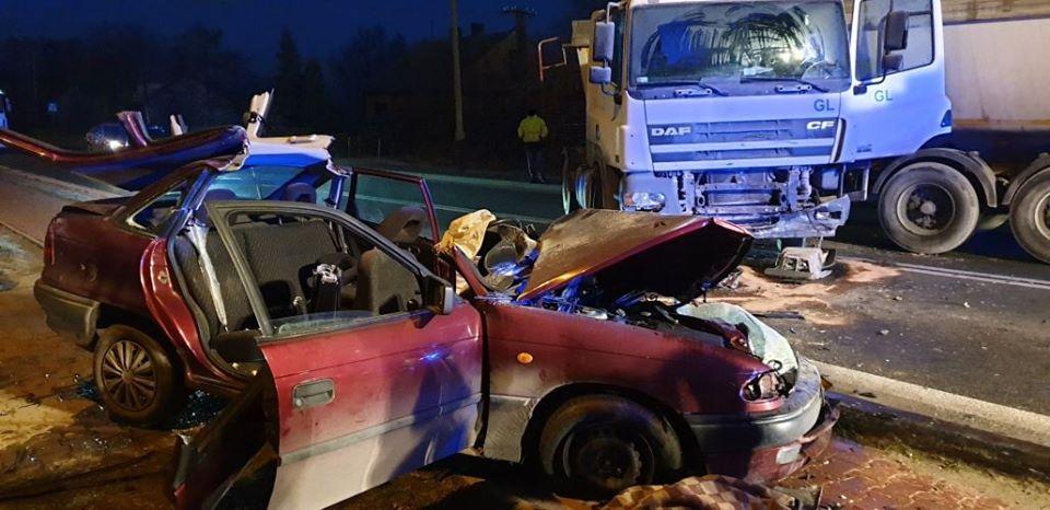 Zderzenie ciężarówki z osobówką (2)