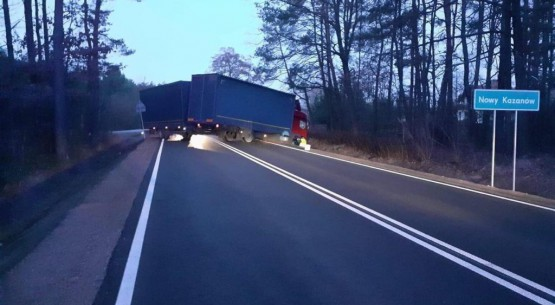 Ciężarówka zablokowała drogę krajową w Nowym Kazanowie 1