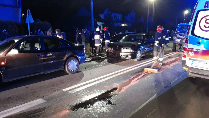 Zderzenie 4 aut w Wąchocku (2)