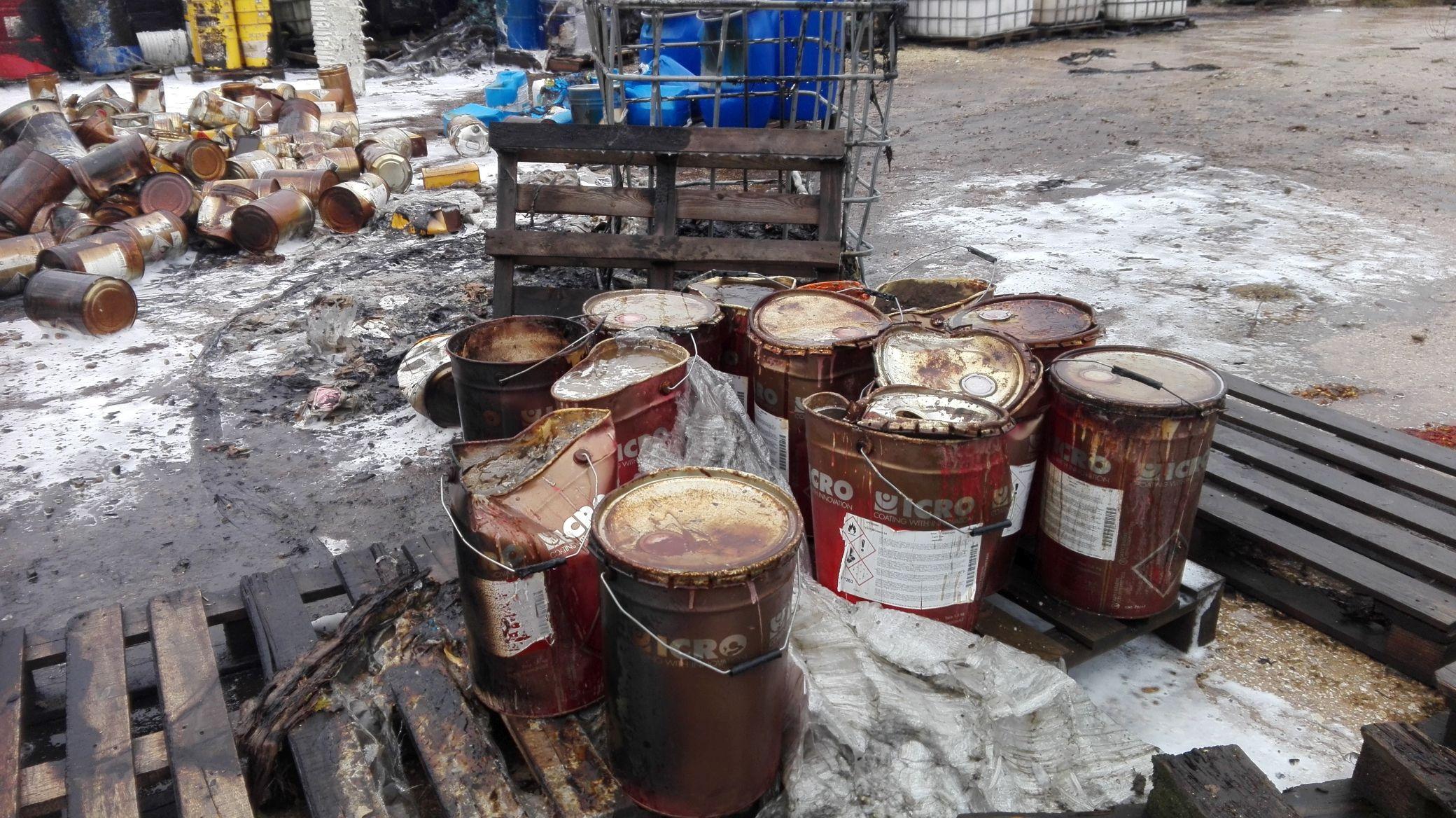 Pożar na składowisku odpadów w Nowinach (8)