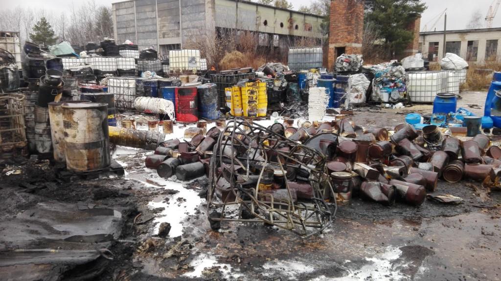 Pożar na składowisku odpadów w Nowinach (9)
