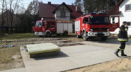 Jedna osoba poszkodowana przy pożarze traw (2)