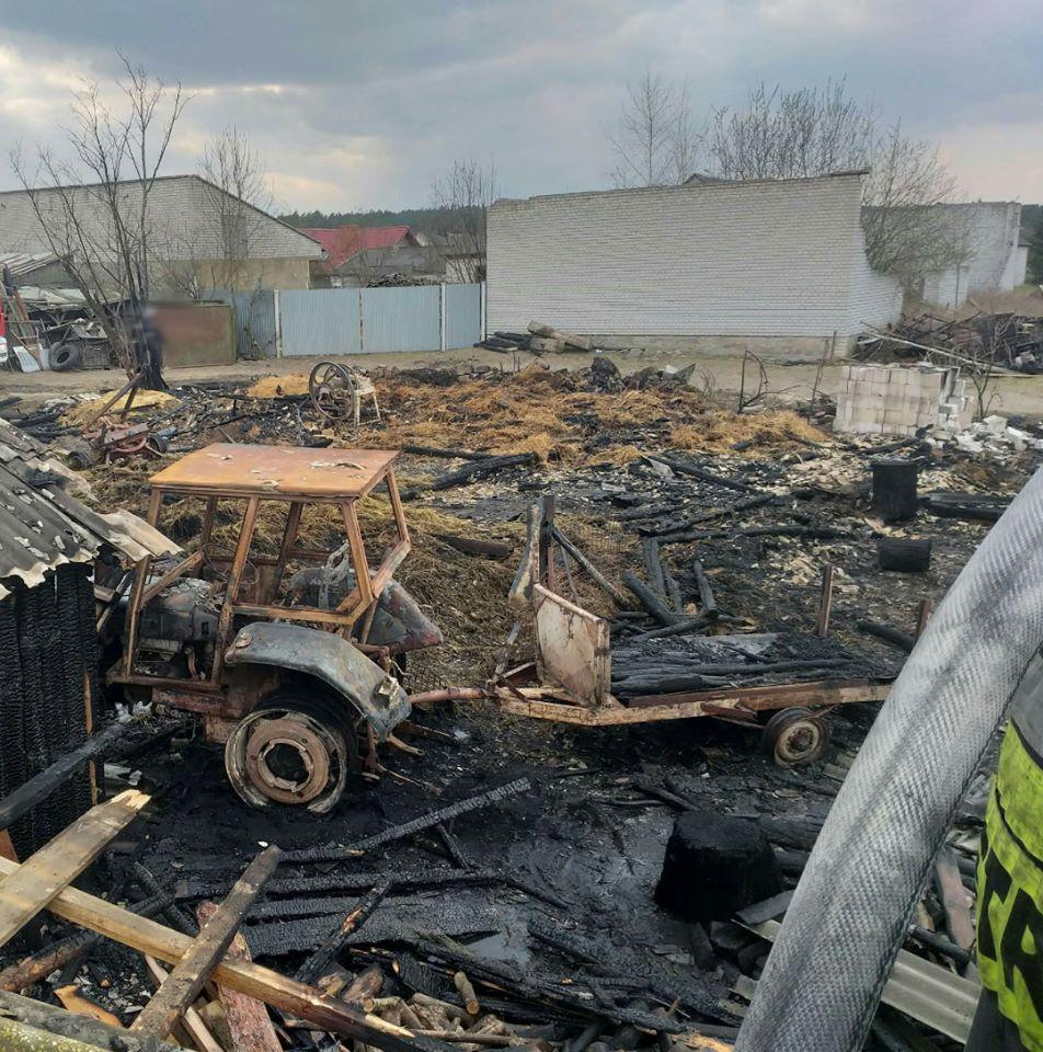 Pożar budynków w Lubieni (6)