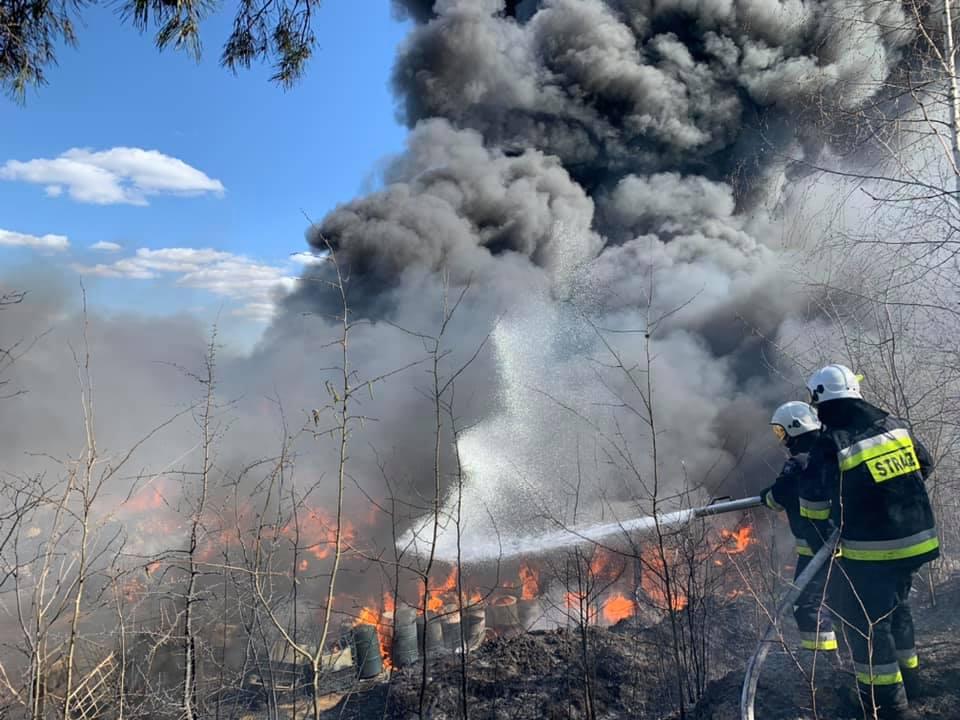 Pożar odpadów w Nowinach (2)