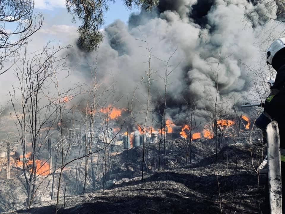 Pożar odpadów w Nowinach (3)