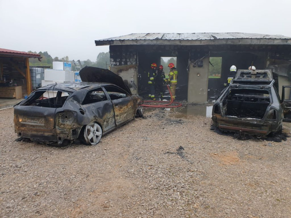 Pożar-garażu-w-Wincentowie-w-gminie-Końskie-2-1024x768 (1)