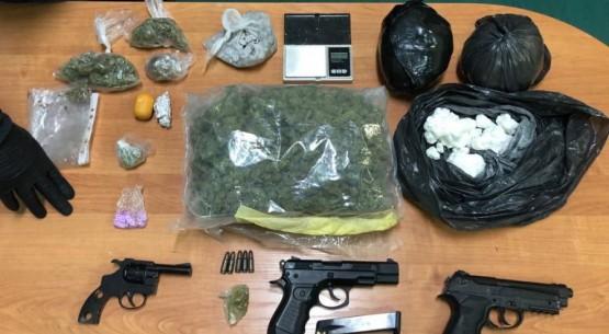 Narkotyki, broń i kradziony fiat (2)