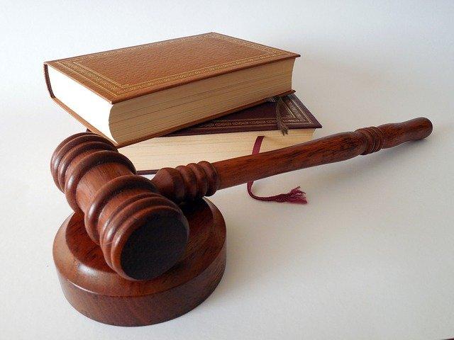 Młotek książki prawo